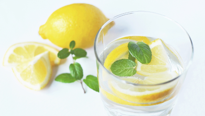 9 Gründe morgens Zitronenwasser zu trinken